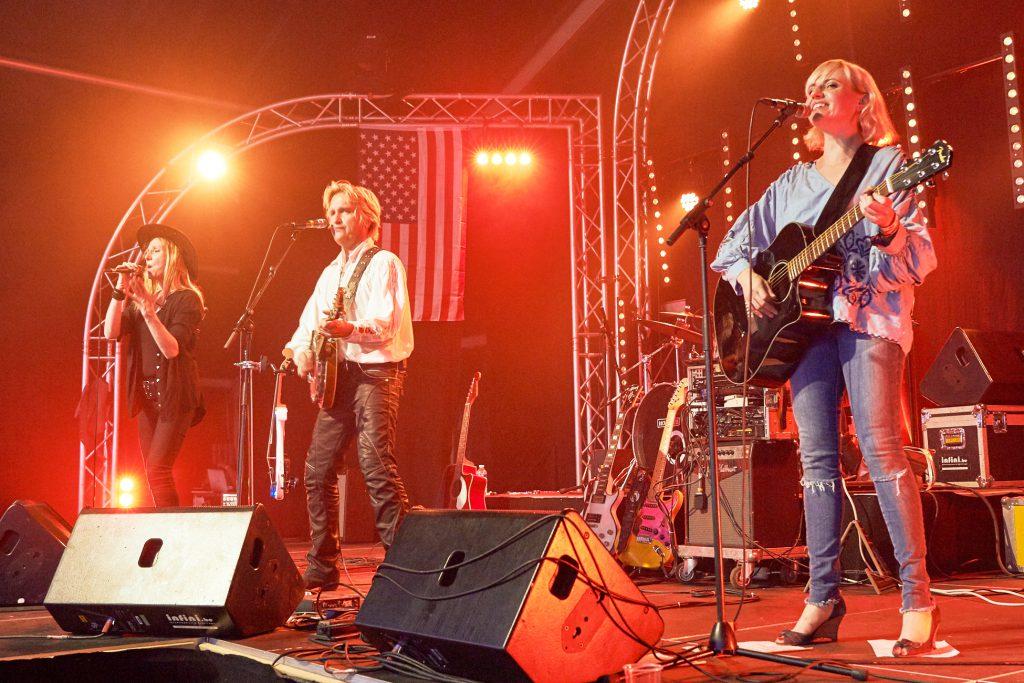 Yendis Band live